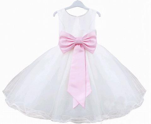 Нарядное платье для девочки выполнено